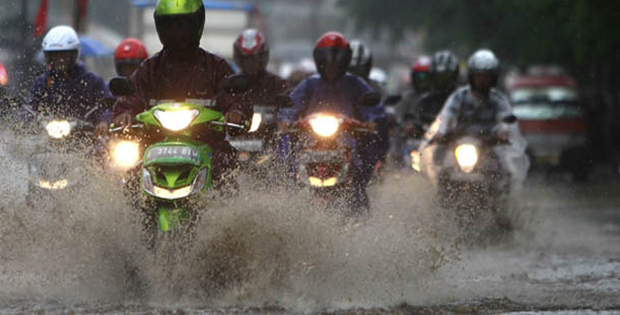 Merawat-motor-saat-hujan