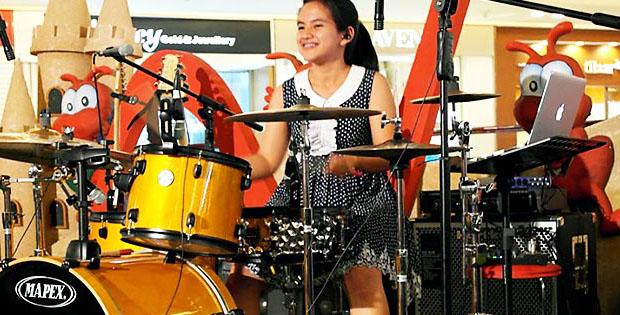 Drummer-wanita-tercantik